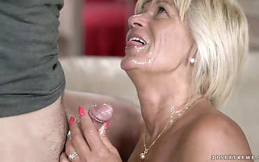 Mature Diane Sheperd for all gets to undertaking with a delicious dick