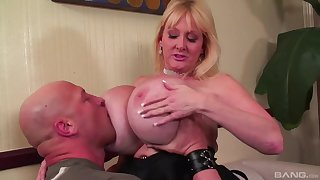 Pinnacle mature fucked on the couch and jizzed on her huge bosom