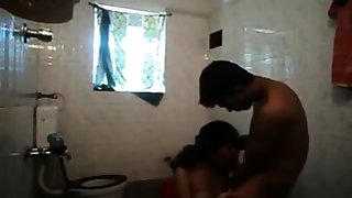 Kerala reinforcer in bathroom blowjob to bf