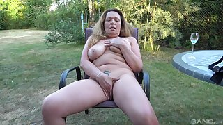 Chesty mature amateurish fingers her big pussy in the backyard