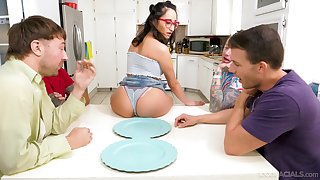 Young Latina Isabella Nice mouths the cocks of duo fellas