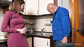 Grey handy man enjoys fucking pretty young housewife Eliza Thorne