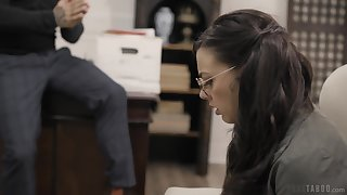 Night in glasses Whitney Wright gives a blowjob and gets fucked hard