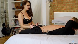 Cock hungry mature Lara Dig out Deene opens will not hear of legs to be fucked