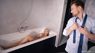 Merciless sex in a difficulty tub be expeditious for a gorgeous woman
